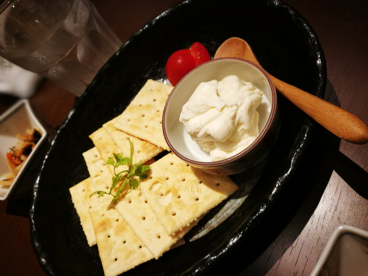 あても、酒粕クリームチーズに麹漬け、押し寿司など、発酵系塩分高い系のいいとこがそろってるデザートにはこんにゃく餅と醤油か