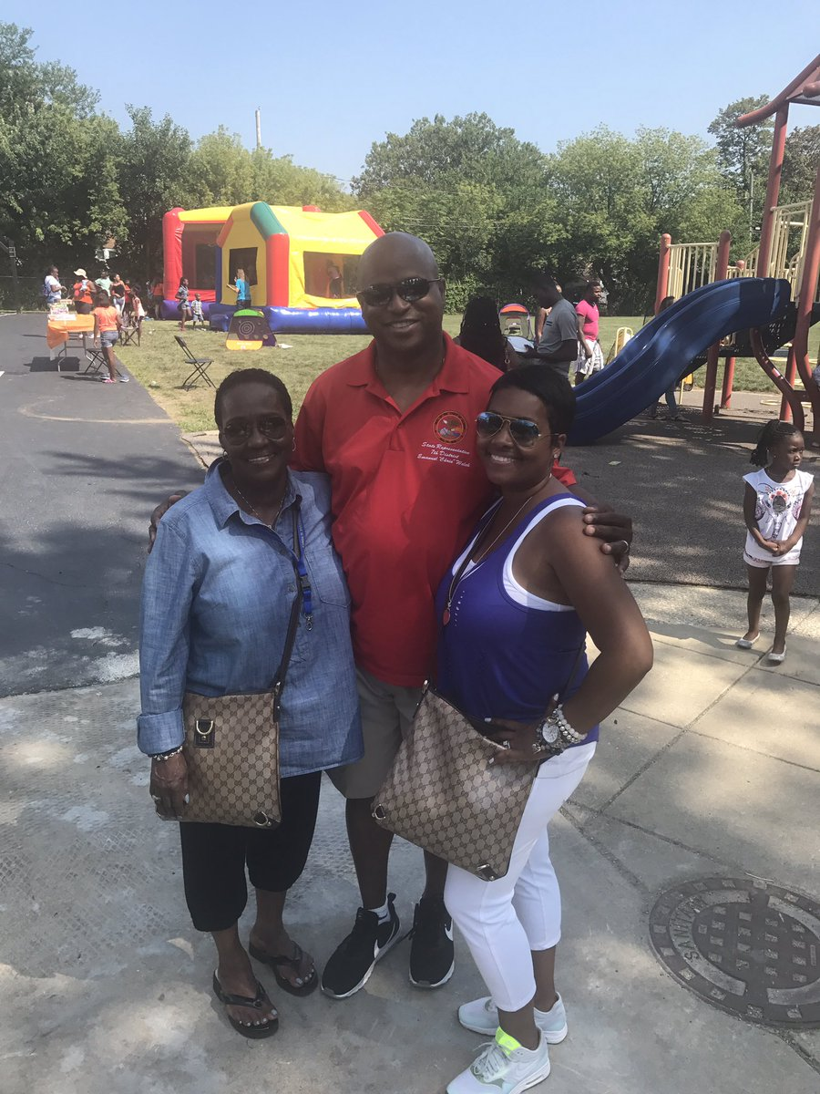 test Twitter Media - Several events in the 7th District today.  Enjoyed stopping by the Edmund F. Lindop School Back to School Picnic. Family #FunAroundthe7th https://t.co/cMDG7ZovXd