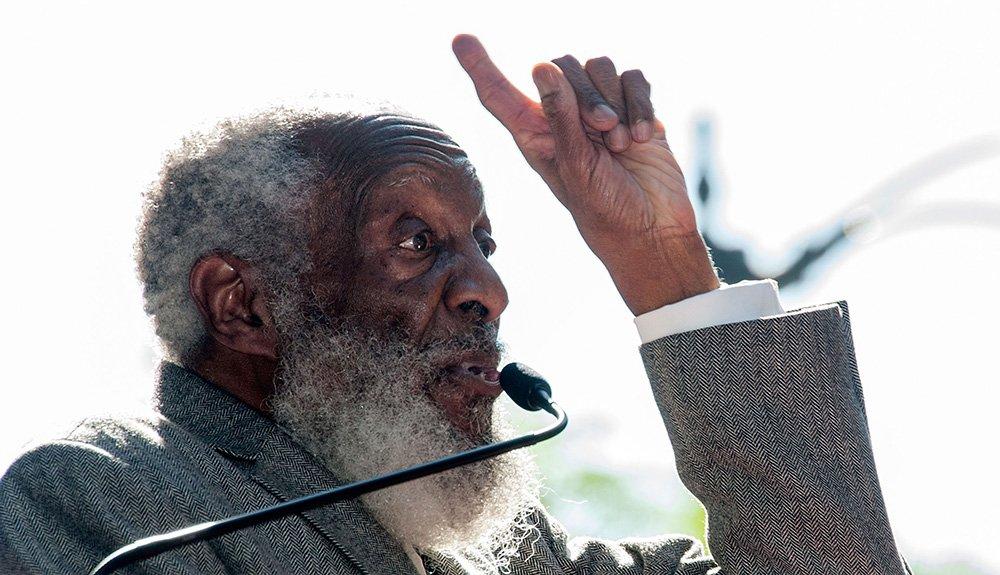 Comedian, civil rights activist Dick Gregory dies