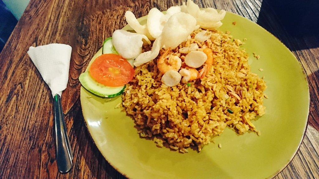 「鈴木このみの お昼どうする~?」今日のお昼は…ナシゴレン!ということで、ジャカルタで食べてきました😋めっちゃ美味しかっ