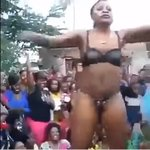 VUA TUONE! Big B@@TY Tanzanian WOMAN shows almost everything dancing in public (VIDEO)