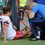 Hamburg's Mueller tears knee ligament celebrating goal