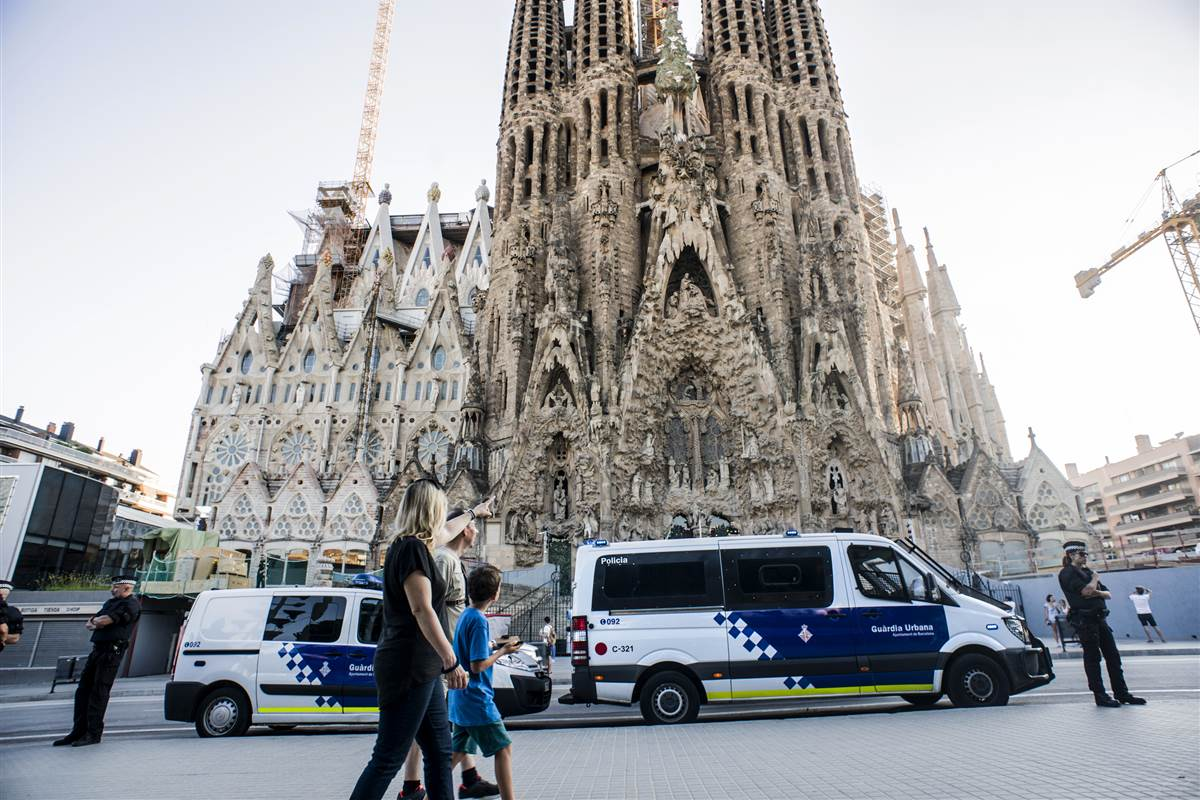 Barcelona terror attack van driver may have fled to France, Spanish police say