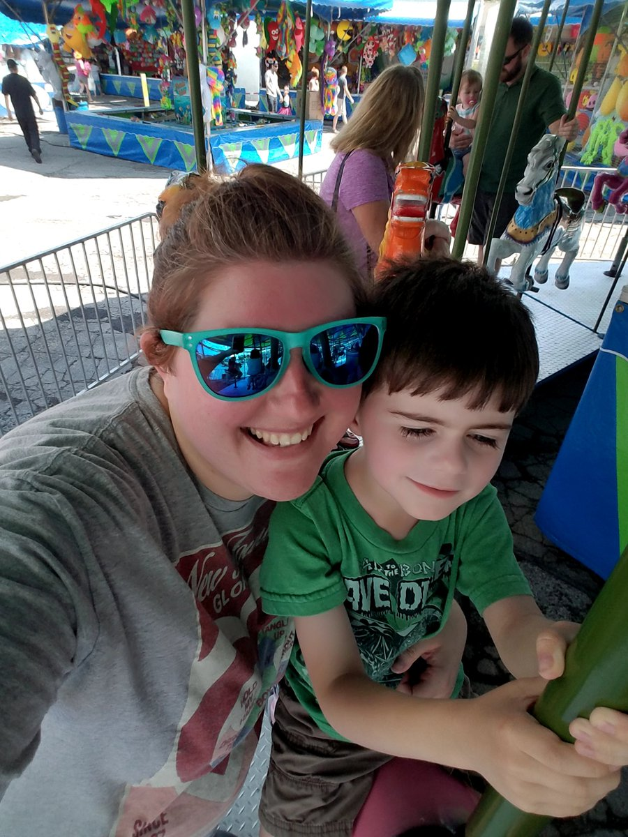 Fun day at the fair today! What was your Sunday like? #TeamEmmmmsie #SundayFunday https://t.co/ZiKaFKFGE2