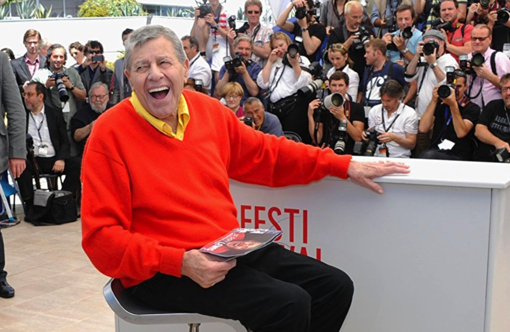 Jerry Lewis, comedy legend, has passed away at age 91. #RIP https://t.co/mJ0XEmGvi6 https://t.co/WyzNg9HBbY