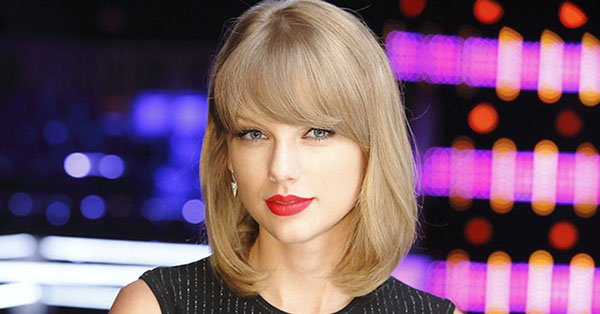 Taylor Swift has her fans thinking that she's about to release new music: