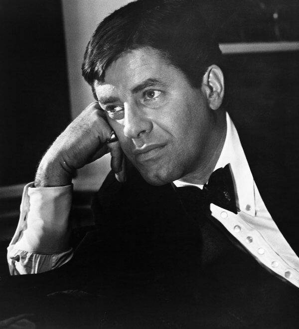 test Twitter Media - Wow! Two comedy legends on the same day. Grew up watching Jerry Lewis every year on @WGNNews and the Labor Day Telethon for MDA. RIP Jerry!😢 https://t.co/XambtCzrDu
