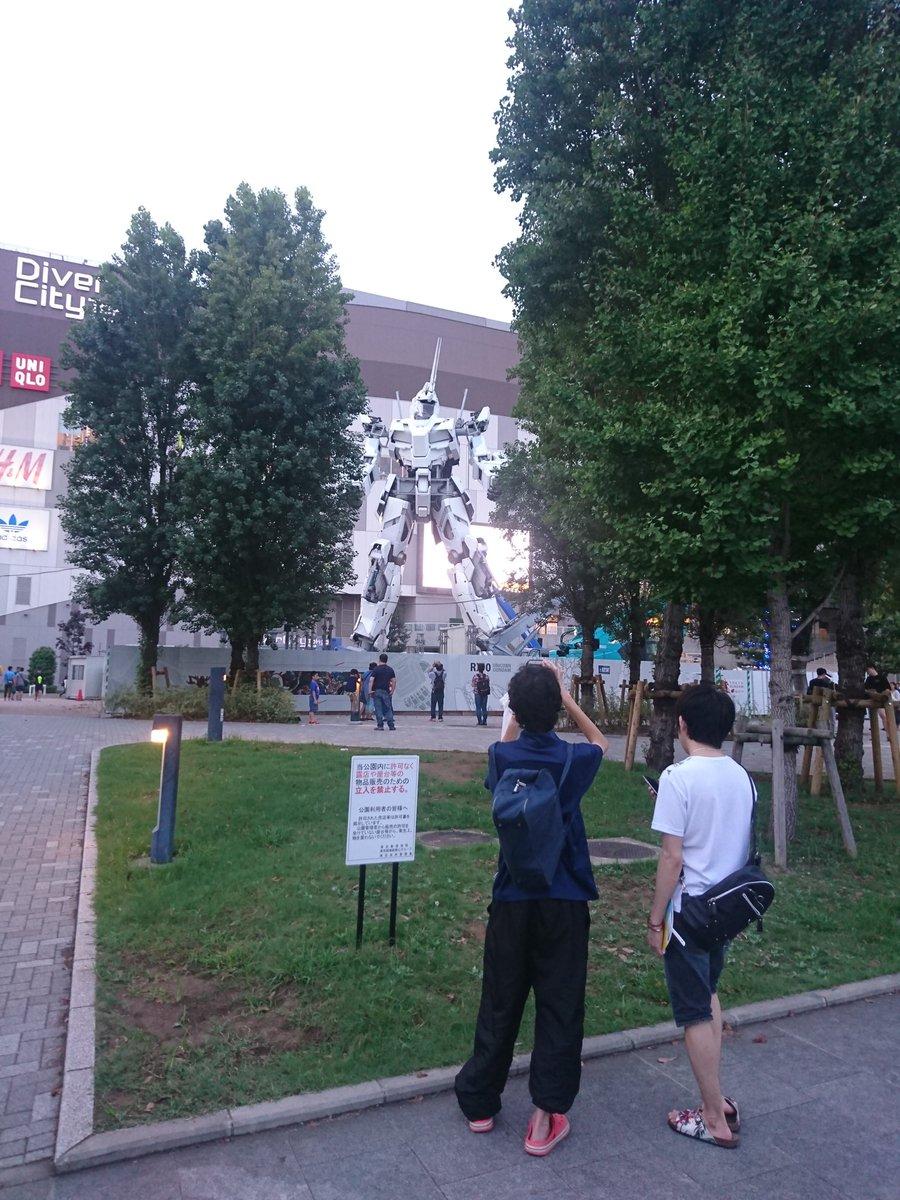 仕事帰り久しぶりにダイバーシティ東京に寄ったらガンダムユニコーン像がここまで完成してた。プロトタイプっぽさがあってヤバい