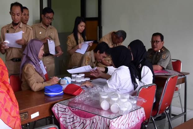 3.500 PNS Pemkot Yogyakarta Jalani Test Urine https://t.co/cEgJlutqxF https://t.co/eMEPnZn6cL