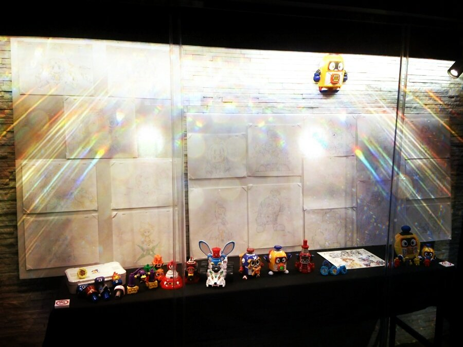 明日はきっと人が多くてゆっくり撮れないから、今日行ける人は今日、明日行くなら早めにテアトル新宿でヘボット!の原画を見てき
