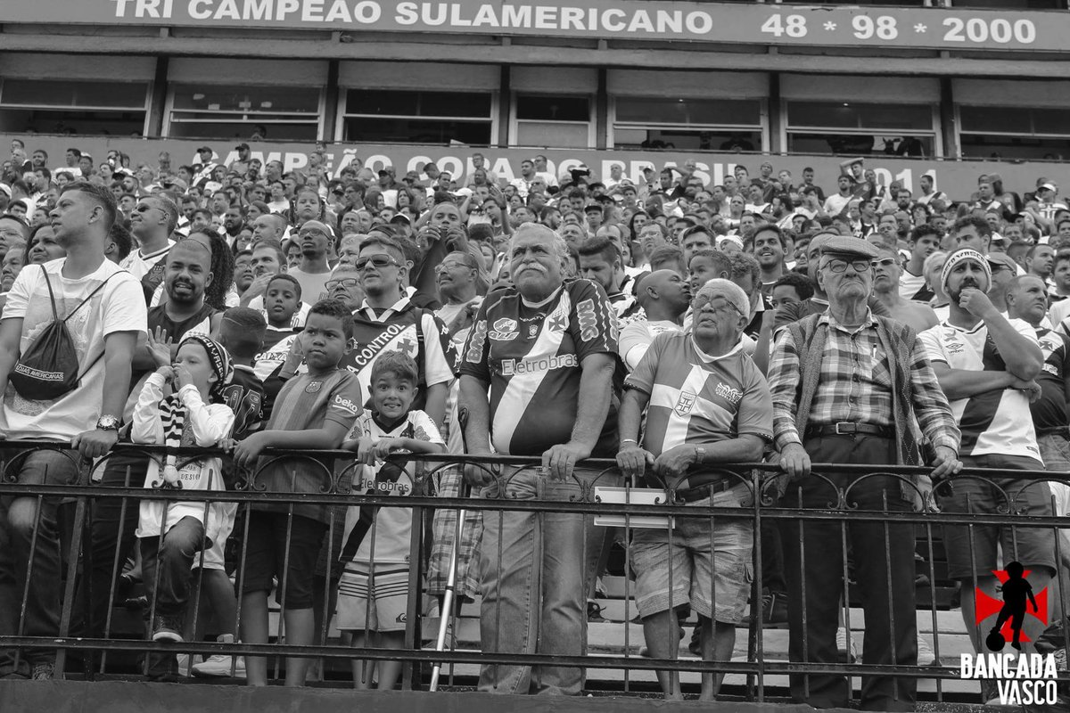 RT @maathslima: Escolhi essa foto por ser realmente especial. Parabéns @VascodaGama!!! #Vasco119Anos https://t.co/o1qfMj2Sa9