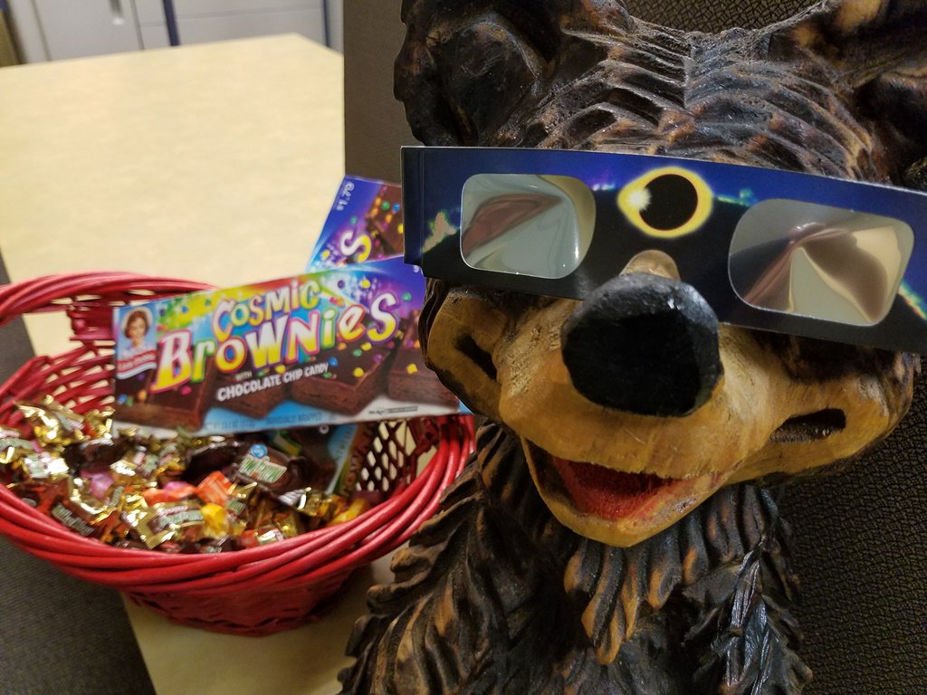 test Twitter Media - Buddy is ready for the eclipse. Are you? Partial eclipse has begun @parkvillemo. Countdown to total eclipse is 1 hr 15 min. #BuddyParkerPKV https://t.co/pSj3ulgAGA
