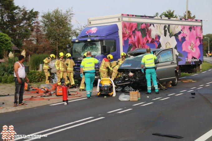 Zwaar gewonde bij ernstig ongeluk Naaldwijkseweg https://t.co/dqVRxXCUsG https://t.co/ILURsQWoJs