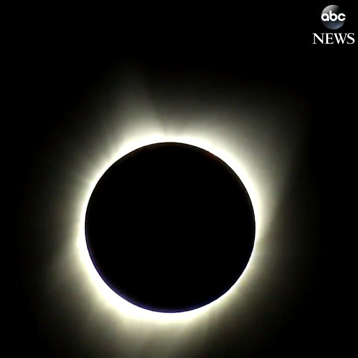 Timelapse: Total solar eclipse brings darkness to Oregon.