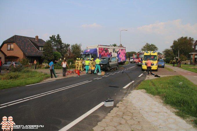 Zwaar gewonde bij ernstig ongeluk Naaldwijkseweg (correctie) https://t.co/dqVRxXCUsG https://t.co/lEpKABKHpc