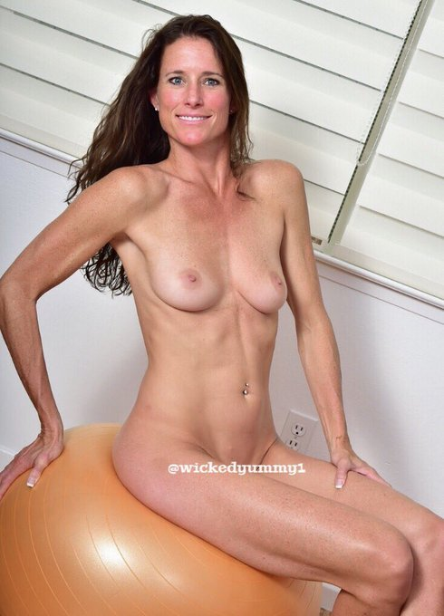 """My latest update/gallery """"Yoga Ball"""" on https://t.co/fzErZbH4Bj 😊 #naked #yoga #milf #hotwife #sexy https://t"""