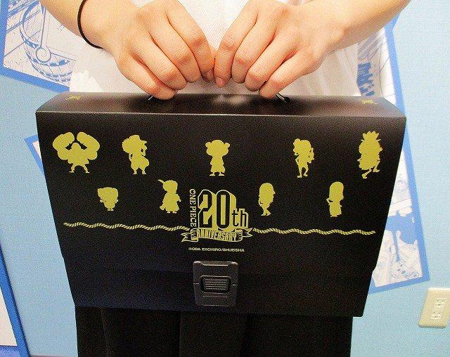 【新商品】原画商品『ONE PIECE』 連載20周年記念キャリングケース1,500円+税好評発売中!#麦わらストア #