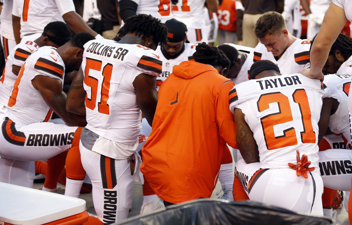 Multiple Browns players kneel together during national anthem