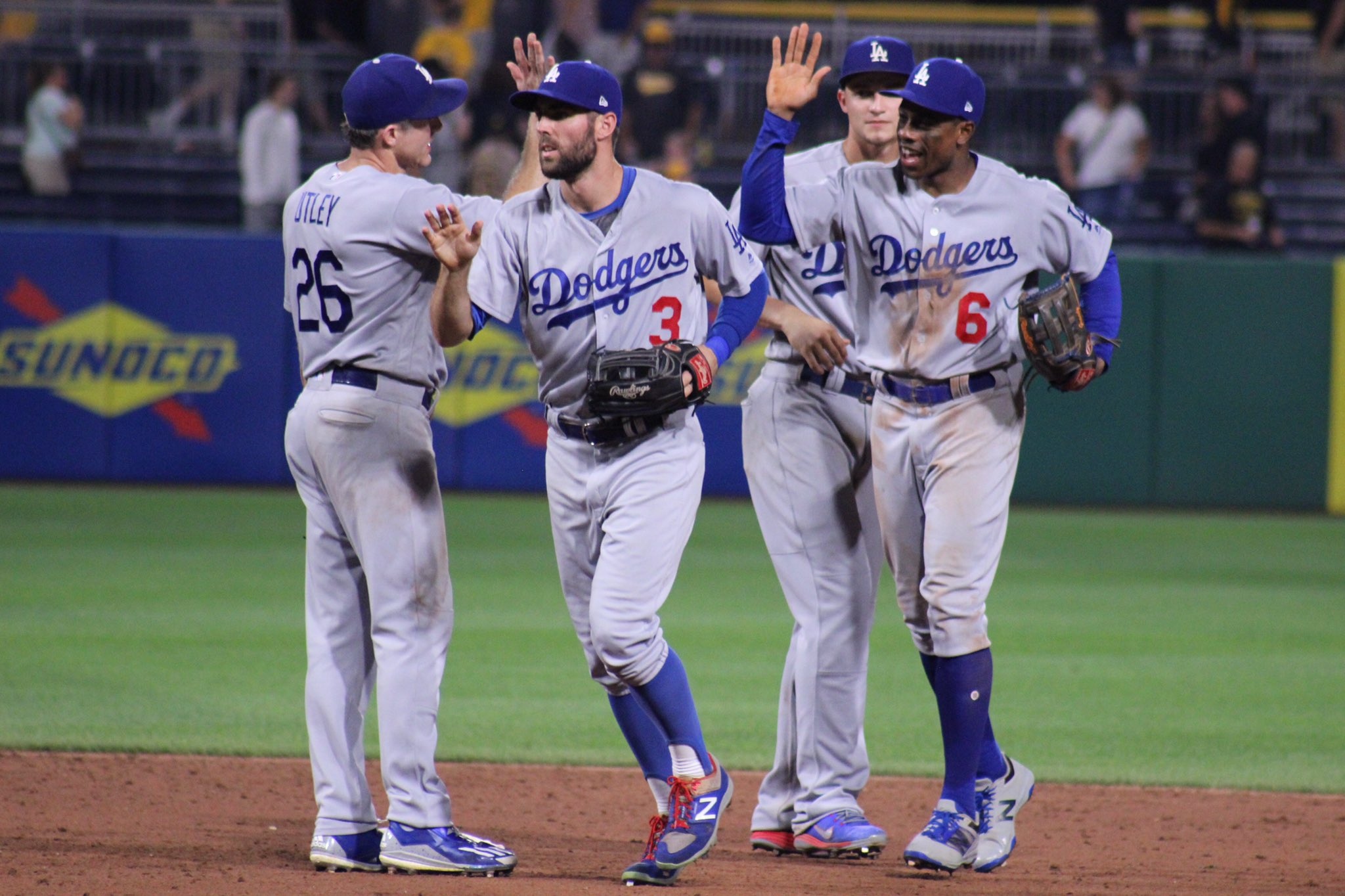 Victory formation! #LetsGoDodgers https://t.co/EdeBwELicT