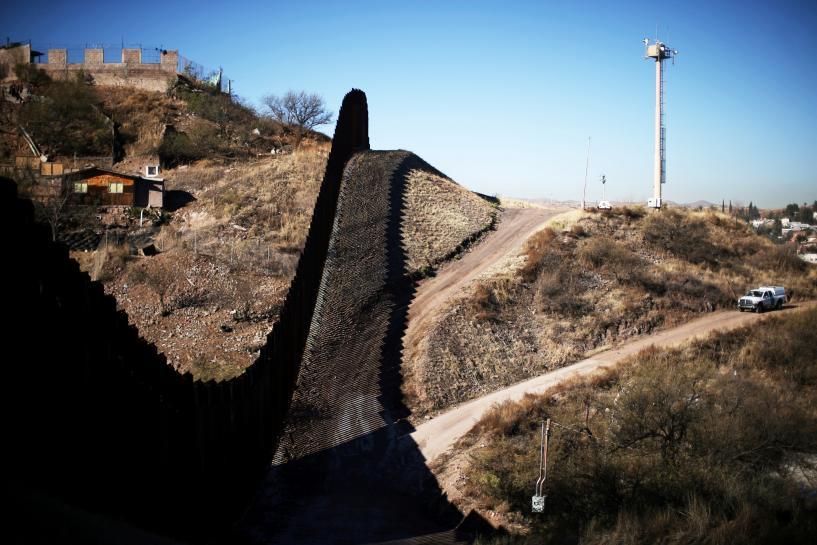 Trump to visit Arizona town on U.S.-Mexican border