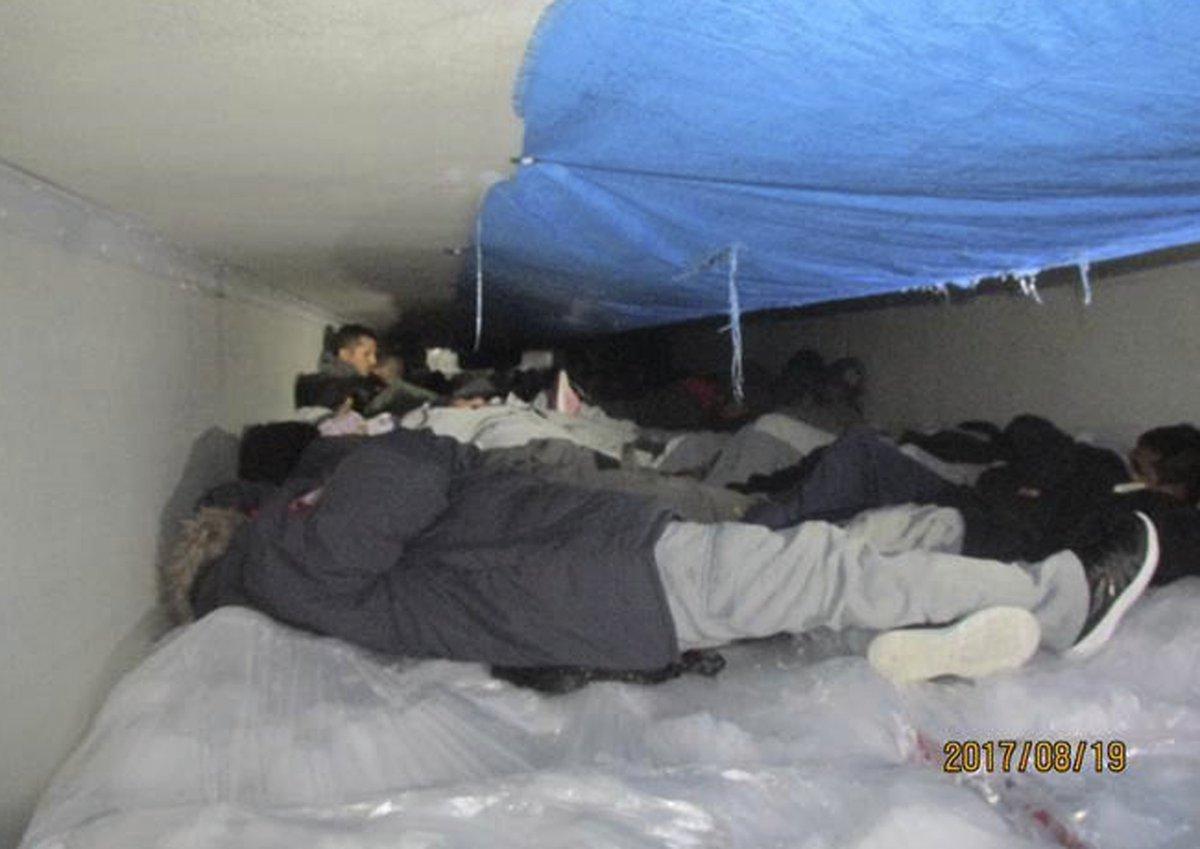 Rescatan a 60 inmigrantes de camión refrigerante en #Texas →