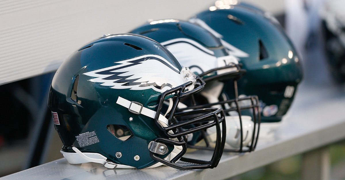 #Eagles have agreed to terms with 10 practice squad players.  Details: https://t.co/hGdhU4JK0g https://t.co/AqJyR2OdSs