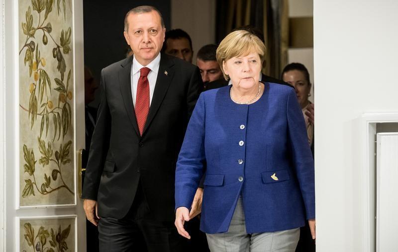 Turkey criticizes German 'populism' after Merkel shift on EU membership