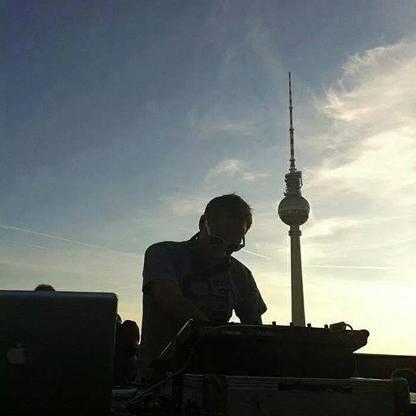 Live from Berlin �� A new episode #VONYCSessions, 8pm CET on https://t.co/v0LuX7UfIe #PvDVS566 https://t.co/DOUrka2MV3