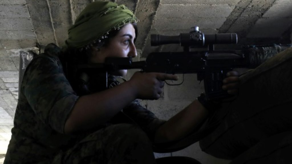 Syria force defends hard-won Raqa gains from IS fightback