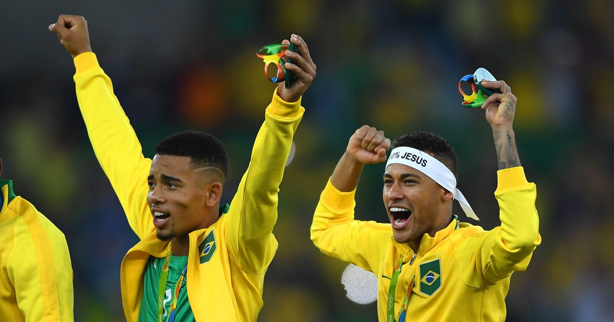 Neymar and Gabriel Jesus pull off amazing skills trick before Brazil game - video