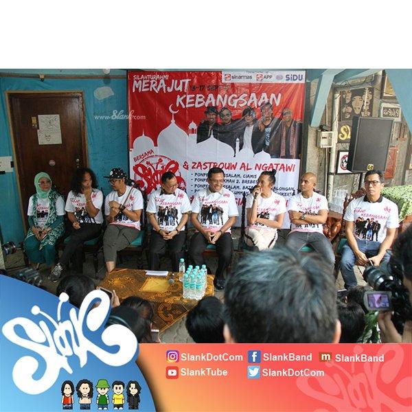 #SlankDiary Konferensi pers tur pesantren Slank  #MerajutKebangsaan #IndonesiaMendunia https://t.co/IZUuASYpxr https://t.co/NIIxMNuosr
