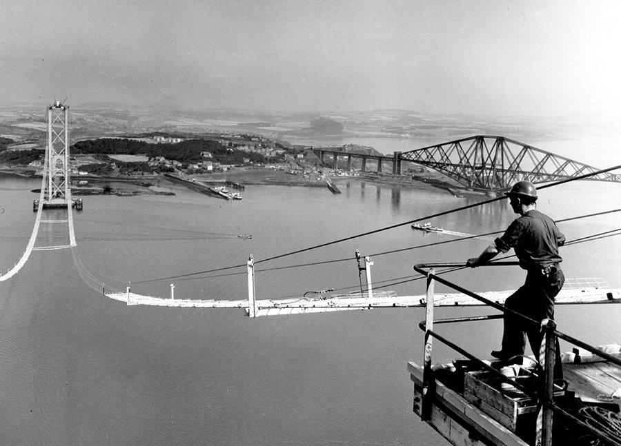 04SEP1964: #ForthRoadBridge in #Scotland opens, Europe's longest #SuspensionBridge when constructed. Adjacent to historic #ForthRailBridge https://t.co/FQgBnIzB8N