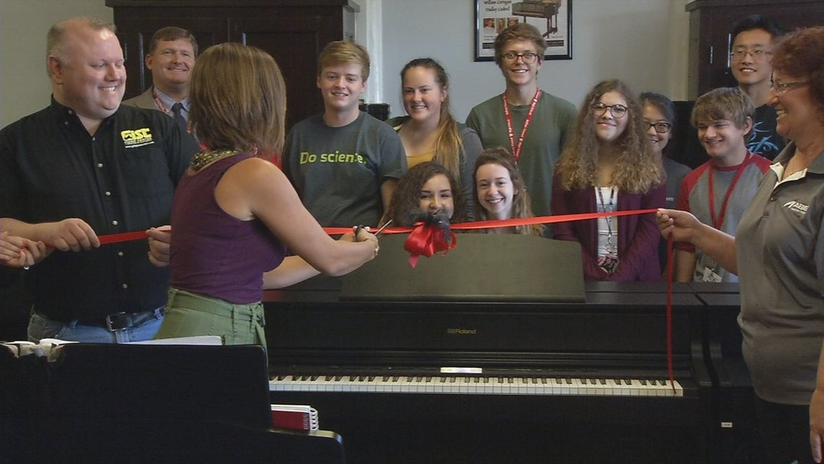 Generous donors supply high-tech equipment for Louisville YPAS piano lab