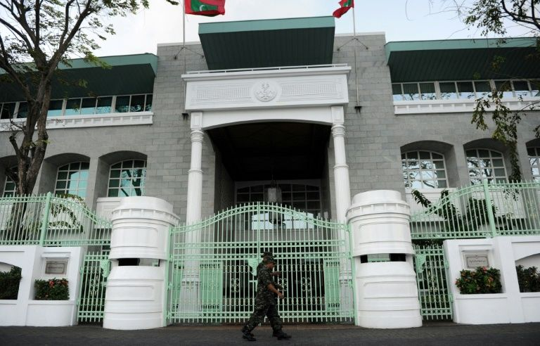 Eggs hurled in parliament as Maldives crisis drags on