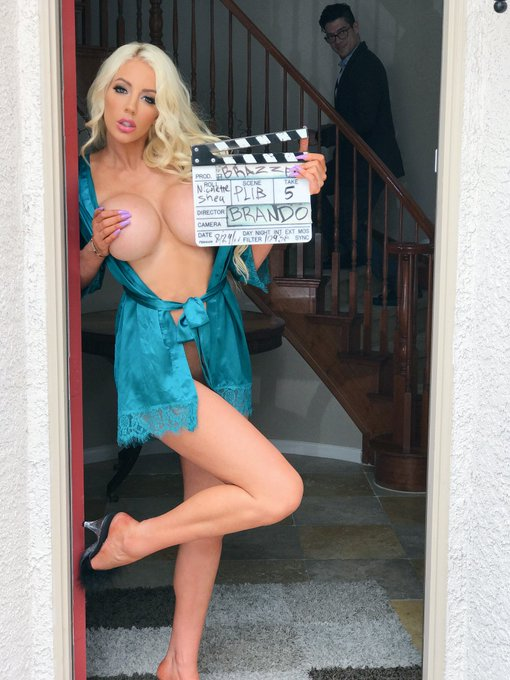 That's a wrap today @Brazzers Tag my Co-Star in the background walking up the stairs😂 https://t.co/s