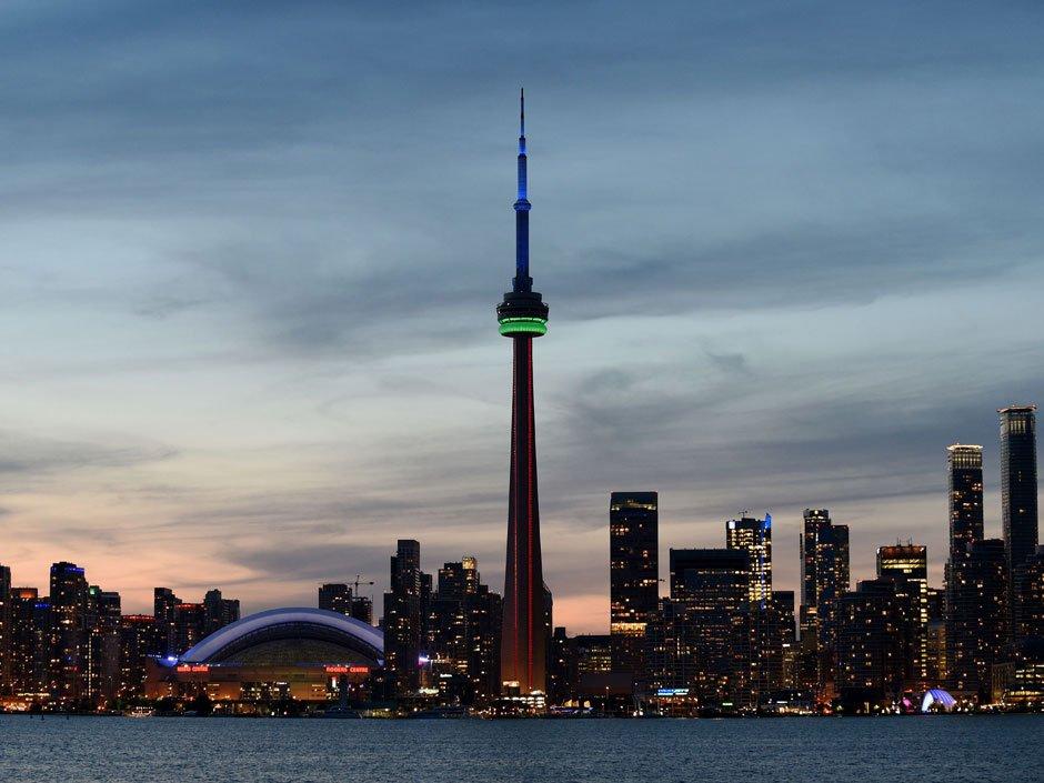 Price slump, tight cash wreak havoc in Canada's top housing market