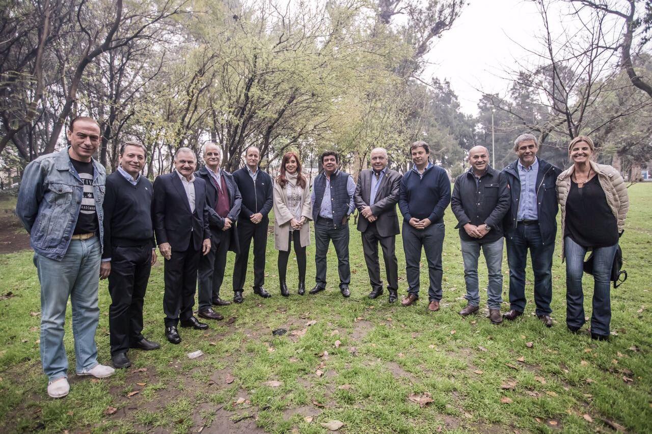 [AHORA] Estamos con intendentes en #Lomas https://t.co/86lQ2mT9CV
