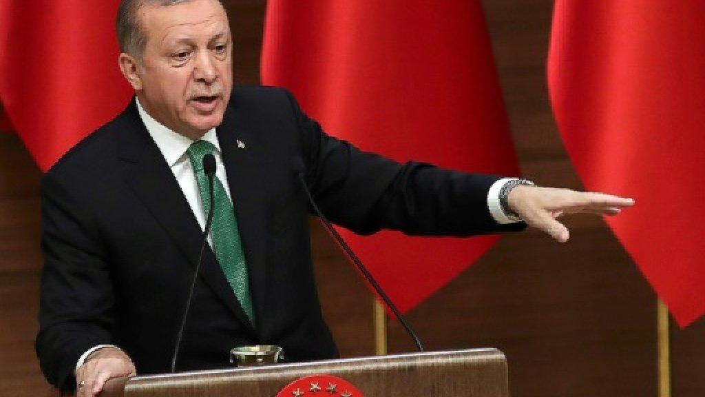 Turkey dismisses over 900 public sector workers: decree