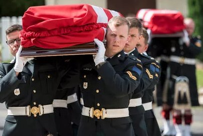 Canadians killed in historic First World War battle buried with honours in France https://t.co/I56SyOQbDi https://t.co/qqY5hbc3Gu