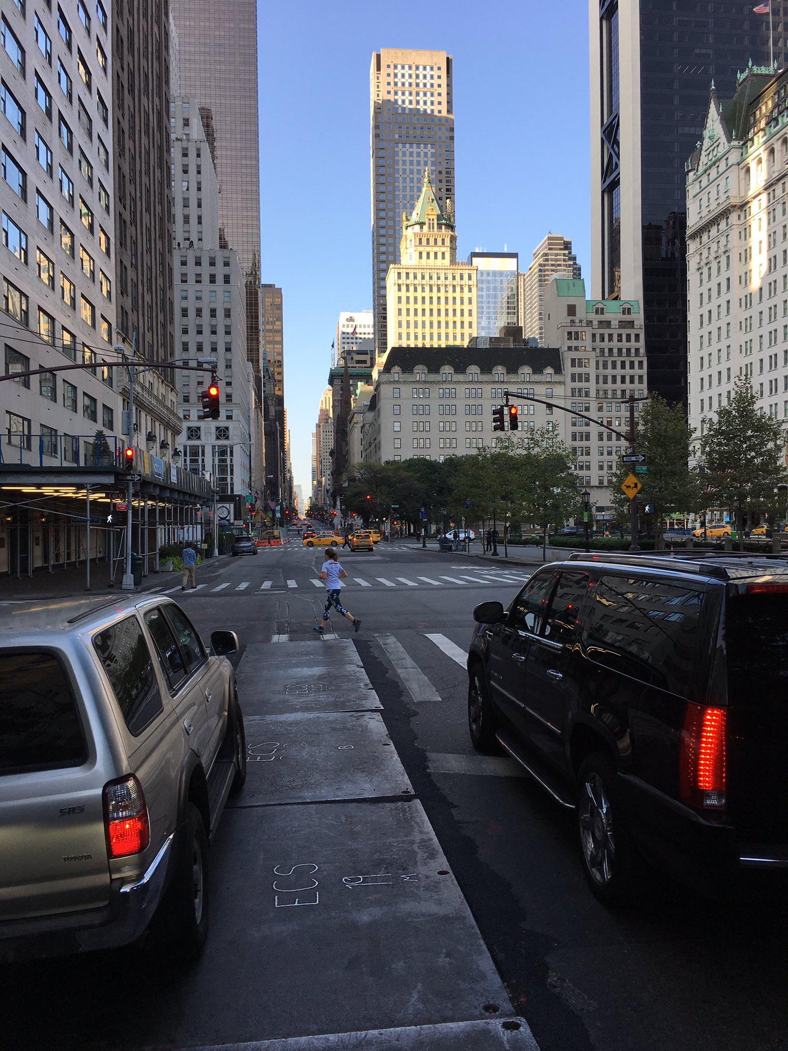5th Ave...8:00am going to work! 5a Ave... 8:00 de la mañana... camino del trabajo! �������� @usopen @WTA https://t.co/88AnXSv0uE