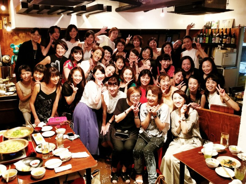 元タカラジェンヌ・えまおゆうさんが、麻路さきさんがトップだった時の星組メンバーを集め「星組会」を開催😁38名参加した一次