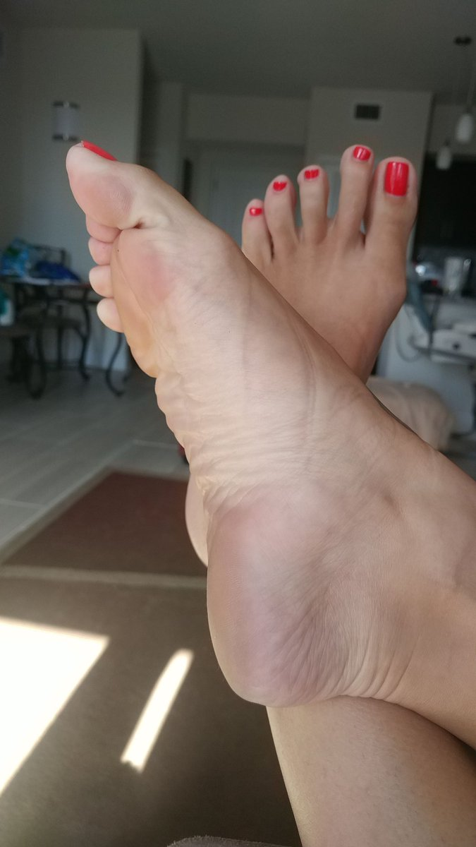 Beg to kiss my wrinkly soles 9dHC4zWHFB