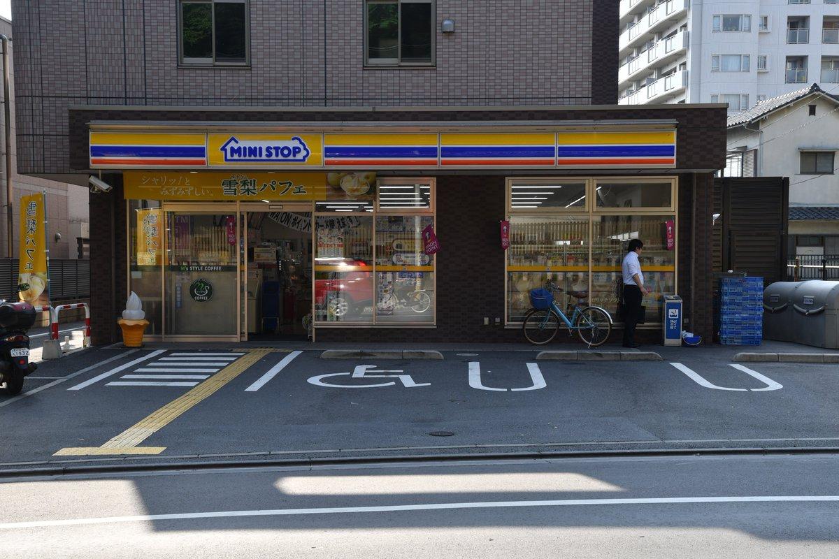 氷川女体神社をバス往復したら、結局浦和駅に戻ってきたので、そのまま調神社へ向かう。神社向かいのコンビニ、去年貼られていた
