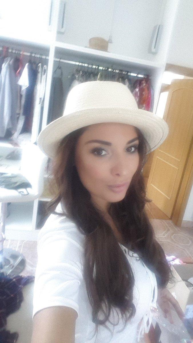 Do you like my hat ? ☺ #prague 2sU8DcK8oD