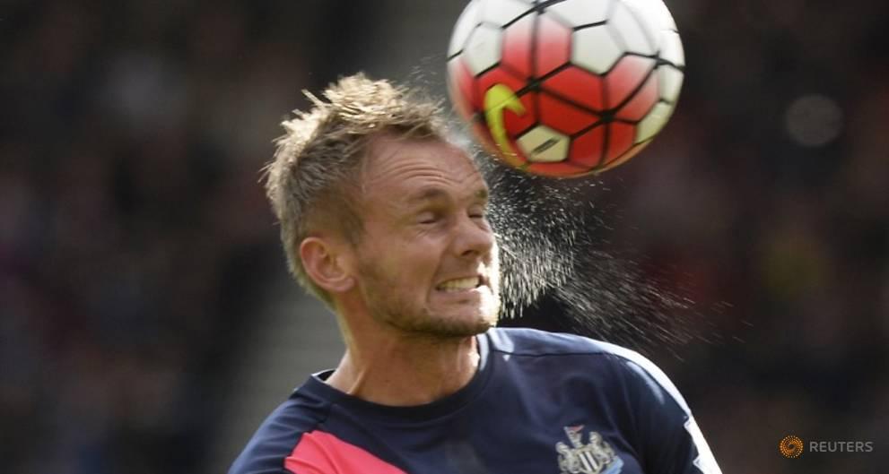 Newcastle midfielder de Jong rejoins Ajax