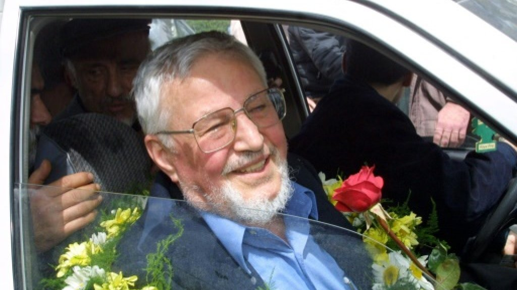 Iran ex-foreign minister turned opposition figure dies