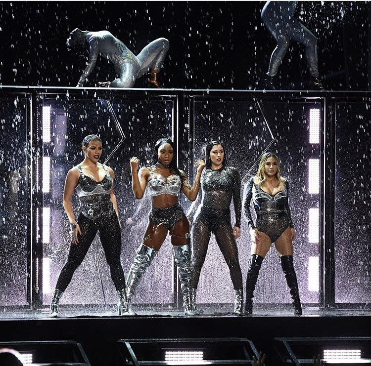 Our @fifthharmony girls won a @mtv #VMA for best pop video last night and SLAYED the stage ������ https://t.co/jFS8X23jJP