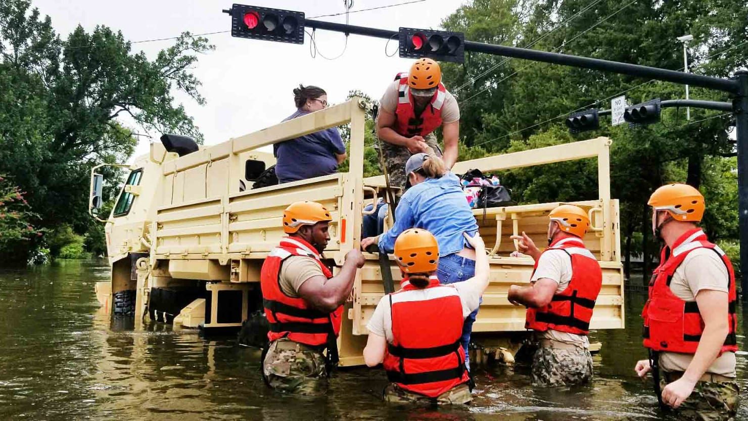 Texas military: Your drones are hindering emergency Harvey rescue operations https://t.co/188epG5Ozf https://t.co/S11U2bvfSi