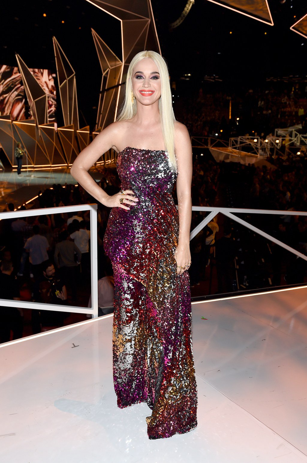 See the stars wearing #LFW designers at the #VMAs, including @katyperry in Halpern: https://t.co/8yohJSUbqf https://t.co/sVPafAwDqk