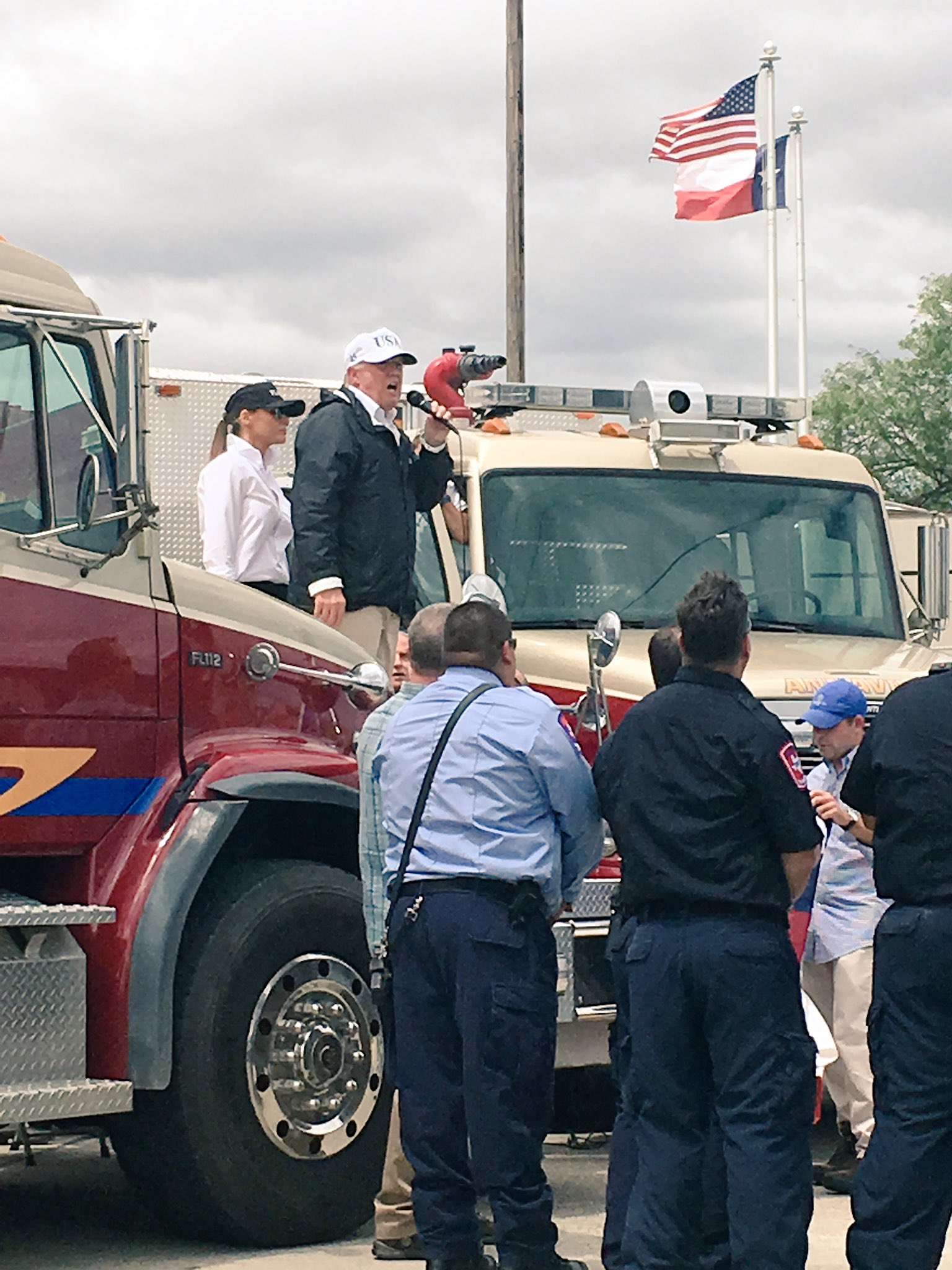 .@POTUS addresses crowd from front of fire truck outside of in Annaville Station 1. #HurricaneHarvey #POTUSinTX https://t.co/vDIuCITgDA